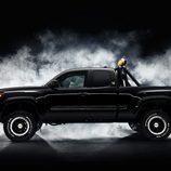 Toyota Tacoma 'Regreso al futuro' - side