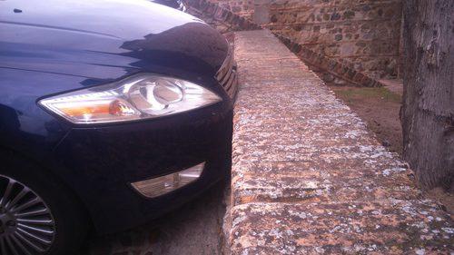 Ford Mondeo contra el muro - muro