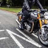 Triumph Thruxton 2016 - road