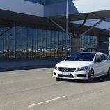 Prueba - Mercedes-Benz CLA Shooting Brake 220 CDI: Frontal izquierdo en movimiento