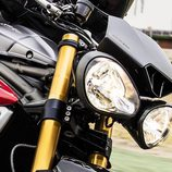 Gama Triumph Speed Triple 2016 - faros