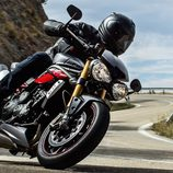 Gama Triumph Speed Triple 2016 - road