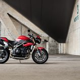 Gama Triumph Speed Triple 2016 - lateral