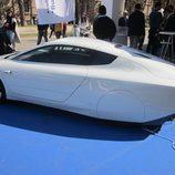 Volkswagen XL1 vista lateral-trasera