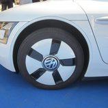 Volkswagen XL1 llanta delantera cerca