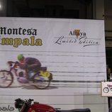 Cartel del stand Altaya en Autoretro Barcelona 2015 - Montesa Impala