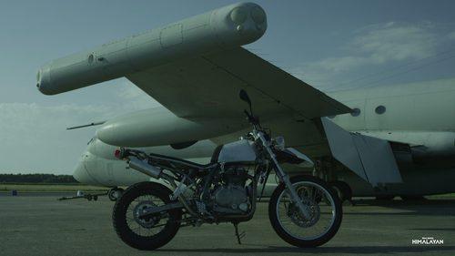 Prototipo Royal Enfield Himalayan - avion