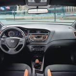 Hyundai i20 active - interior naranja