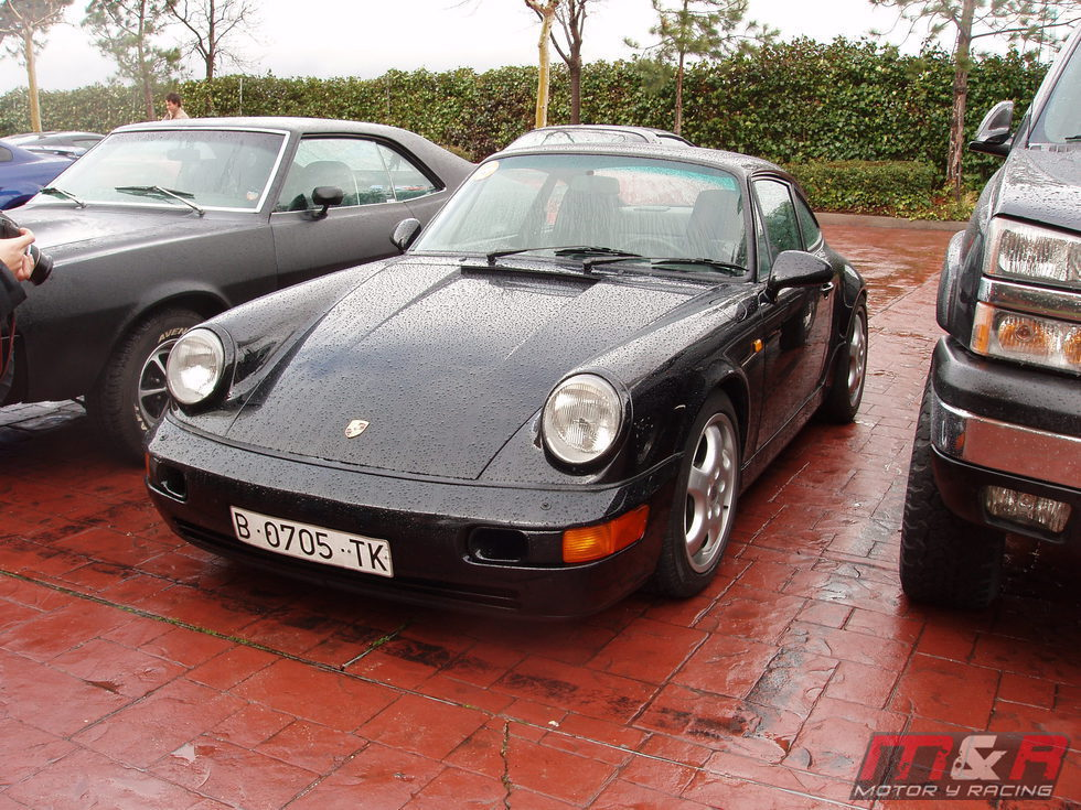Porsche 911 Carrera 4 964 coupe -