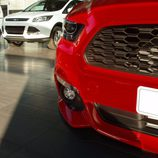 Ford Mustang 2.3 EcoBoost 2015 - parrilla detalle