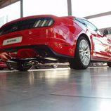 Ford Mustang 2.3 EcoBoost 2015 - vista abajo