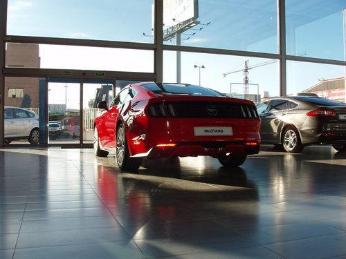 Ford Mustang 2.3 EcoBoost 2015 - vista detrás