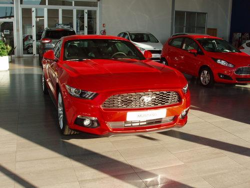Ford Mustang 2.3 EcoBoost 2015 - vista parrilla