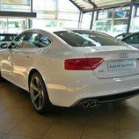 Audi A5 Sportback: Vista trasera desde el lado izquierdo