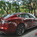 Tesla Model S: Vista trasero lateral derecho