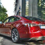 Tesla Model S: Vista trasero lateral izquierdo