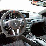 El interior del Mercedes C63 se radicaliza