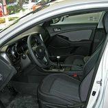 Kia Optima: Detalle interior lado conductor