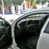 Kia Optima: Detalle acceso al interior lado conductor