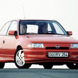 Opel Astra GSI: Frontal