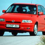 Opel Astra GSI: Creando escuela