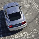 2015 Ford Mustang GT 5.0 V8, trasera plano aéreo