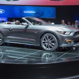 2015 Ford Mustang GT 5.0 V8 cabrio, tres cuartos delantero