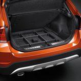 BMW X1 2014, detalle maletero, versión xDrive 2.8i