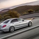 Mercedes-Benz Clase-C 2014, silver, trasera tres cuartos