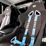Nissan Skyline GT-R: Baquets