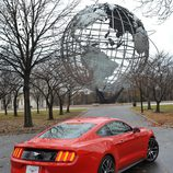 Ford Mustang 2015, World's Fair Site, trasera