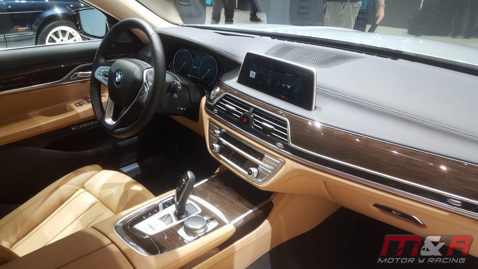 BMW serie 7 - salpicadero negro