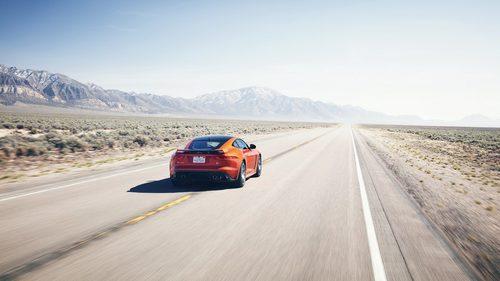 Jaguar F-Type SVR Coupe - race