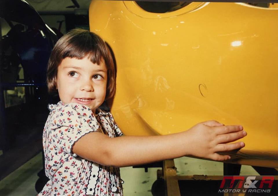 Elisa Artioli posa en la fábrica