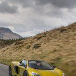 McLaren 675LT Spider 2016 - amarillo