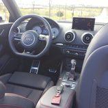 Habitáculo negro del audi s3 cabrio 2015