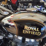 Royal Enfield Chrome Classic 500 en el stand