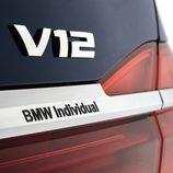 Emblema V12 sobre el Serie 7 Centennial Edition
