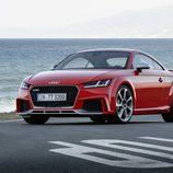 Audi TT RS Roadster de color rojo