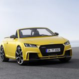 Unidad amarilla del Audi TT RS Roadster