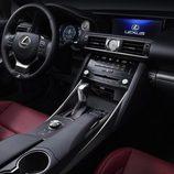 Habitáculo del Lexus IS 2016