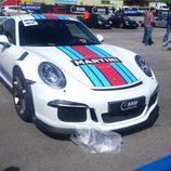 Porsche 911 GT3 RS Martini en el paddock
