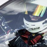 Casco del piloto de la vuelta al nurburgring con el Golf GTI