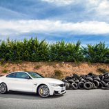 Neumáticos junto al BMW M4 CS