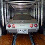 El Corvette ya en el camión de transporte