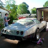 Subiendo el Corvette cautivo al camión