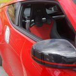 Retrovisor negro del Nissan 370Z 2016