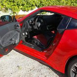 Tapicería de alcántara en la puerta del Nismo 370Z