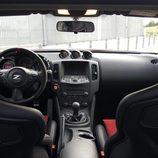 Interior negro del Nissan 370Z Nismo