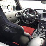 Vista trasera de los asientos del Nissan 370Z Nismo